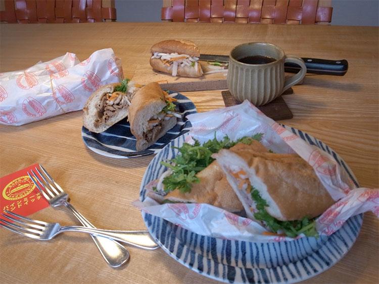 バインミー★サンドイッチとしましまのお皿