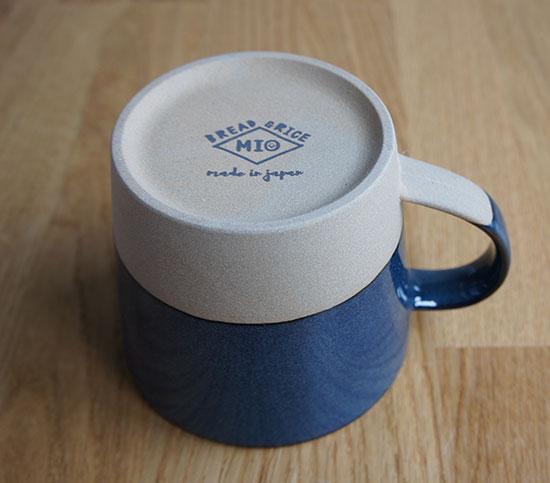 「パンとごはんと…」マグカップの裏印