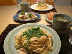 セラドングリーンのお皿とマグカップ