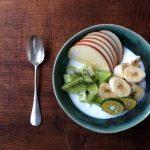 セラドングリーンのお皿とヨーグルト