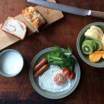 【スタッフのBlog】セラドングリーンのお皿で見た目にもおいしい朝食。