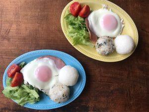 ハムエッグで朝食