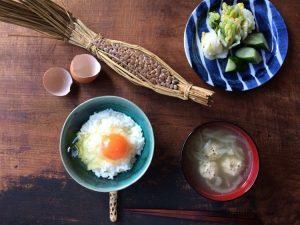 藁入りの納豆と卵でなったまごはん