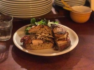 パーラー江古田 チキンと舞茸のサンドイッチ