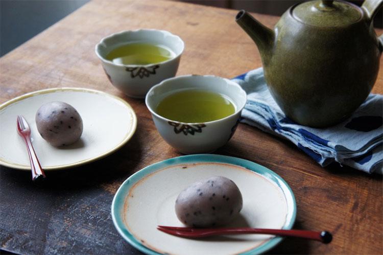 イノシシの和菓子とパンとごはん…
